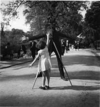 doisneau-la-petite-monique-paris-1934.jpeg